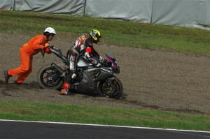 サーキットスタッフも懸命にレース復帰をサポートして下さいました。